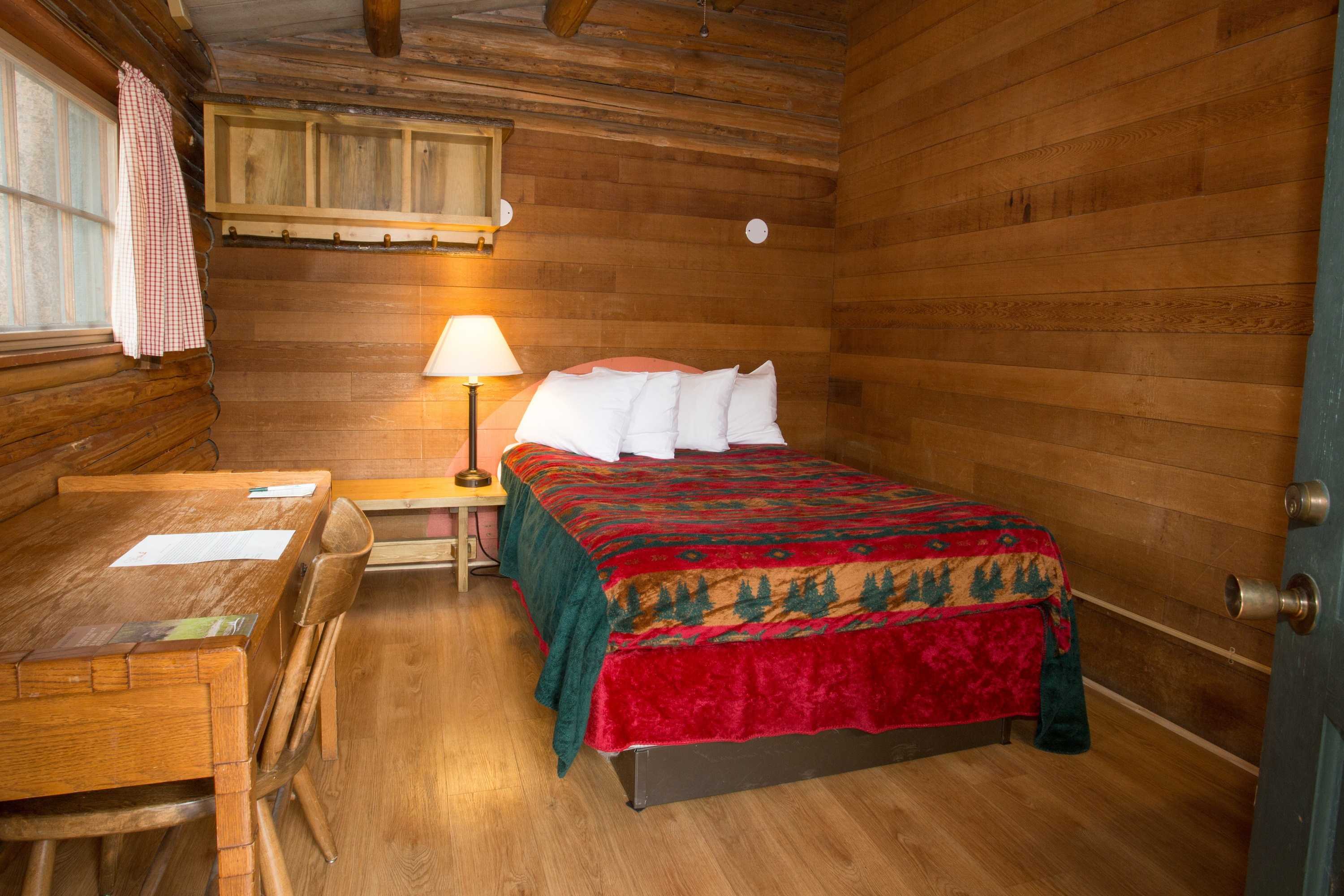 One Room Cabin   One Double Bed Shared Bathroom U0026 Double Bed, Sleeps 1 2 $